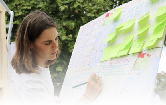 Bordeaux : le Parlement mobile expérimente la démocratie directe dans les quartiers